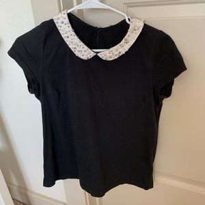 Black top w Peter Pan collar with pearls